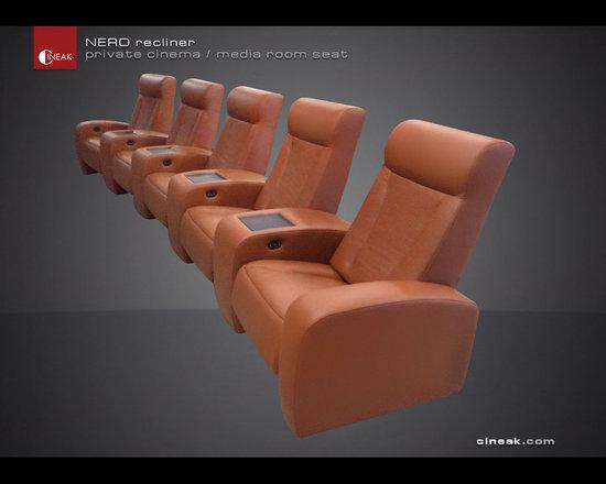 Luxury Nero Leather Seats. -