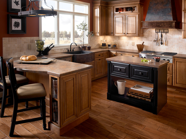 Mountain passage wilsonart hd traditional kitchen for Traditional kitchen meaning