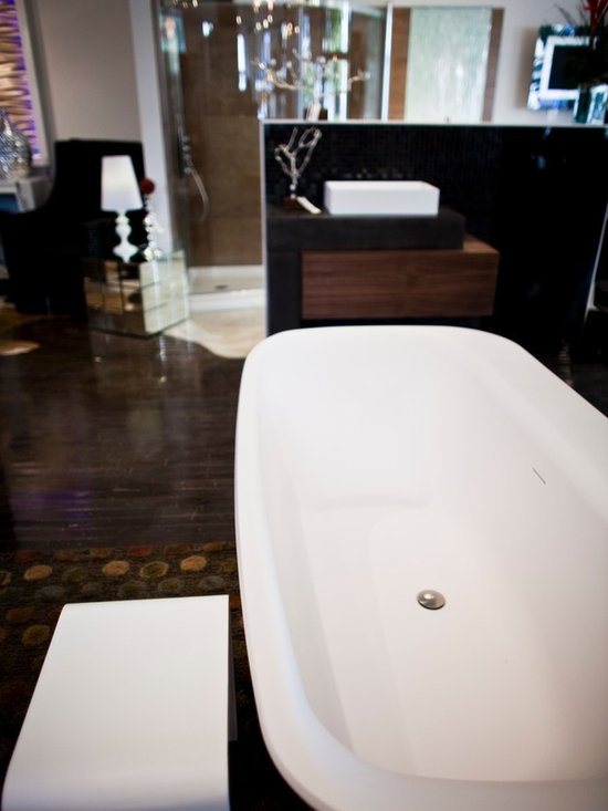Metric Products- bathtub - Kalia- Kloud freestanding bathtub. Made from Cristalplant®. Features wide lip on back edge which serves as a shelf.