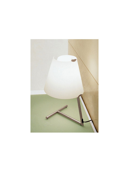 Linda T2 Wall Lamp \ Sconce By Leucos Lighting - From Leucos the Linda series is a modern contemporary lamp.