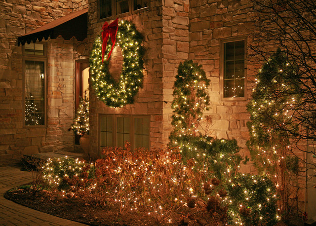 Outdoor christmas lighting decor traditional entry Traditional outdoor christmas decorations