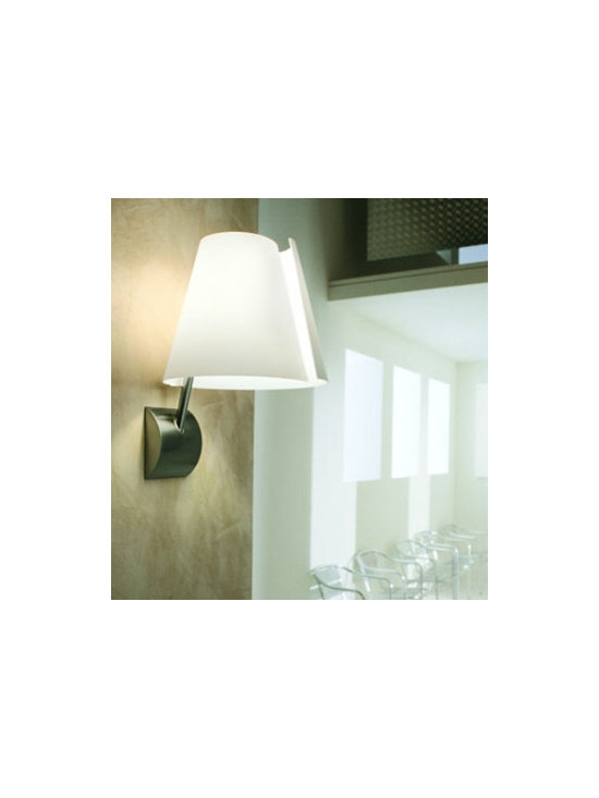 Linda P Wall Lamp \ Sconce By Leucos Lighting - Linda P from Leucos is a modern contemporary wall lamp with an adjustable moving arm.