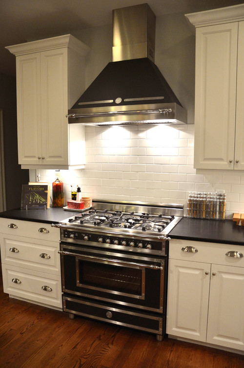 which bertazzoni heritage range for my kitchen black or burgundy