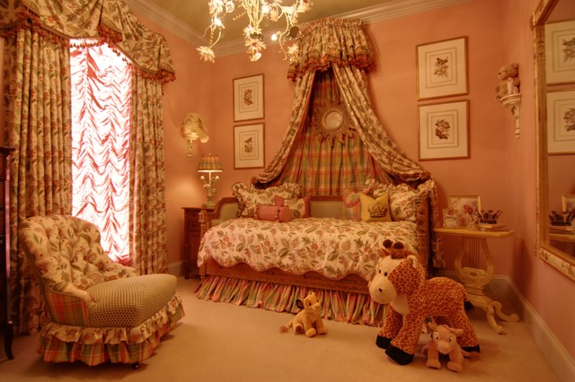 Formal Girl's Bedroom with French Daybed and Bed Corona traditional-bedroom