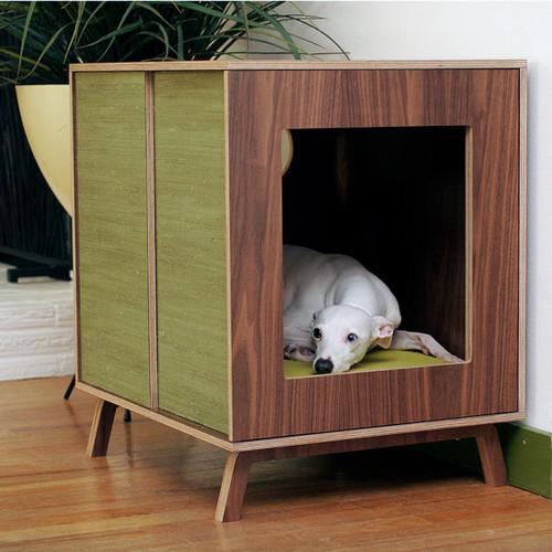 caja para casa de perro en la sala