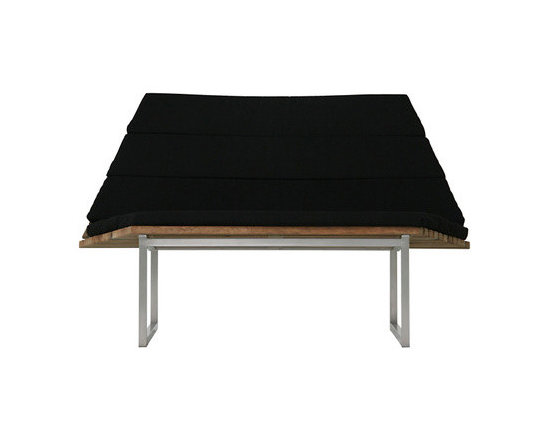 ANTWERP 2-seater - This 2 seat bench has a sleek look with the teak seat and black cushions.