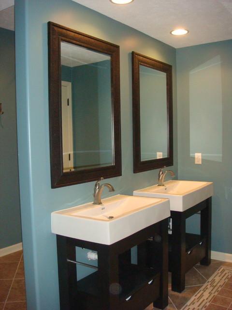 dual free standing sinks. Black Bedroom Furniture Sets. Home Design Ideas