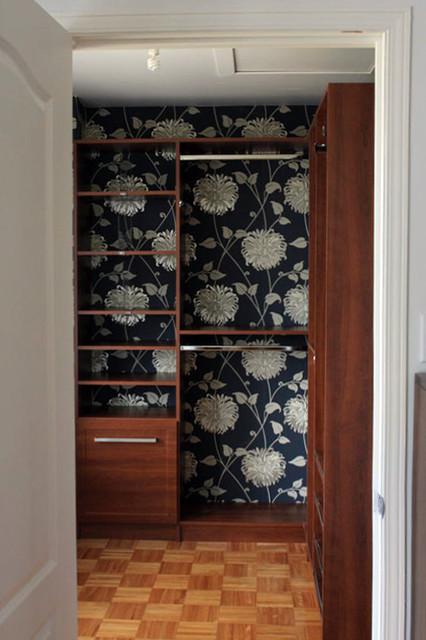 Walk-in closets closet