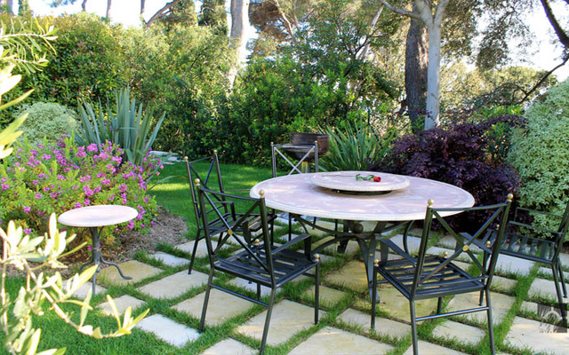 Mediterranean garden design saint jean cap ferrat for Mediterranean garden designs
