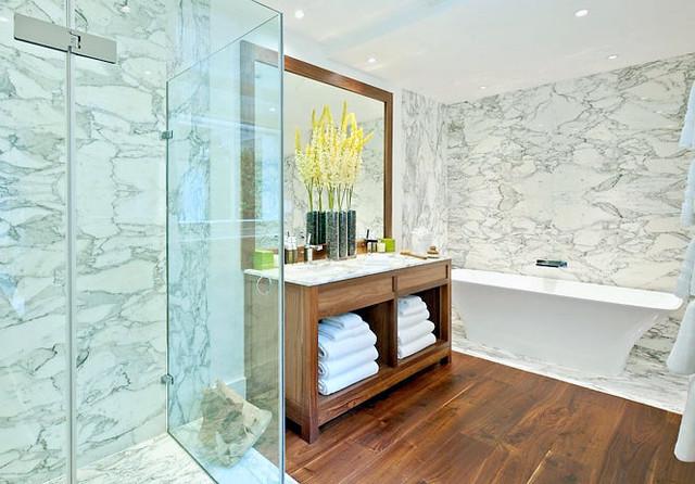 Stunning Ground Floor Bathroom. London, UK contemporary-bathroom