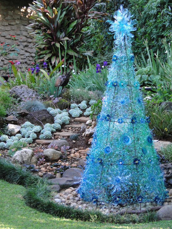 Repurposed Projects - Danielle works with recycled plastic bottles and created this Christmas tree with over 400 plastic bottles.