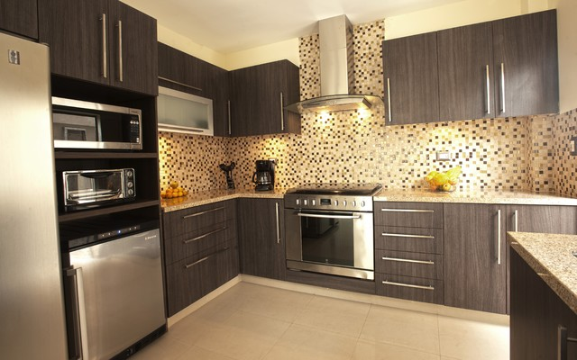 Small House Kitchen - modern - kitchen cabinets - by Disfamosa