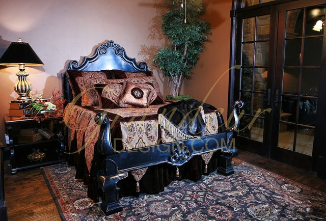 Bedding traditional-bedroom