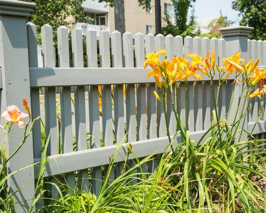 Chestnut Hill Cedar Picket Fence -