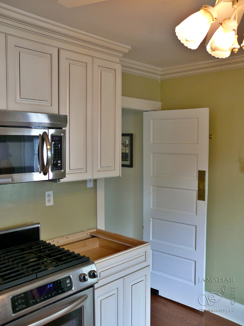 1920 39 s arts and crafts style bungalow kitchen remodel for Craftsman style kitchen remodel