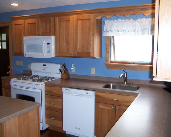 Kitchen Upgrade 2 - Bertch Marketplace Division, Hickory Wood, Quincy 3 Door Style, Toffee Stain