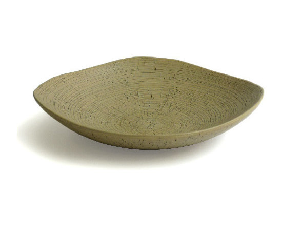 Triangalo plate bowl in craq. sand - Photos by Megan Harrow