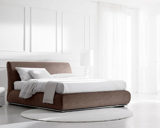 Portland Bed - Portland bed with upholstered wooden frame, covered with removable fabric with aluminum base. Contact info@casaspazio.com for more information.