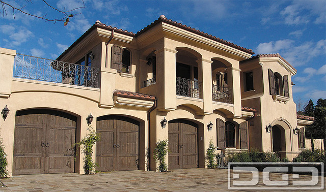 California Dream 20 Carriage House Style Garage Doors In