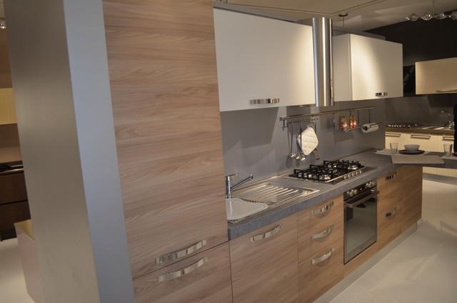 Italian Kitchens EffeQuattro Showroom modern-kitchen-cabinets