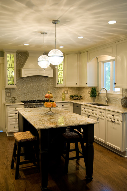 Eric Ln. traditional-kitchen