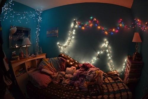Cool teen room with christmas lights for Cool christmas lights for room