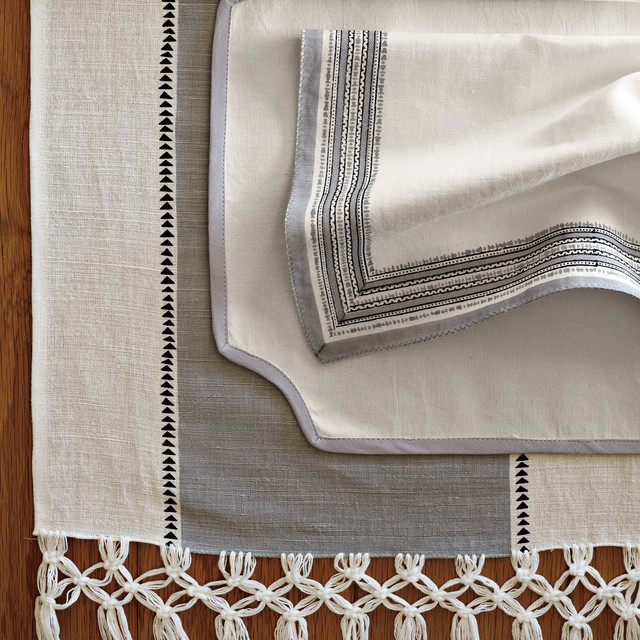 Living and Entertaining eclectic-tablecloths