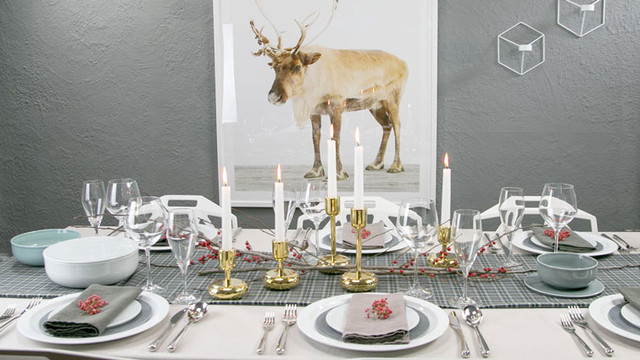 December Minimal Christmas Tablescape Using Nature
