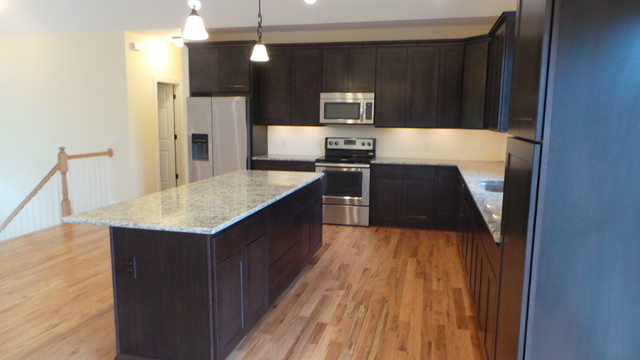 Raised ranch stormville ny traditional kitchen for Raised ranch kitchen designs