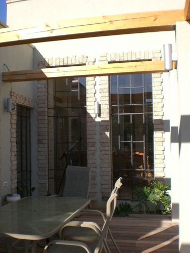 Dan and Hila Israelevitz contemporary-patio