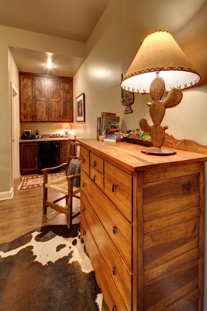 SMR Lodge traditional-bedroom