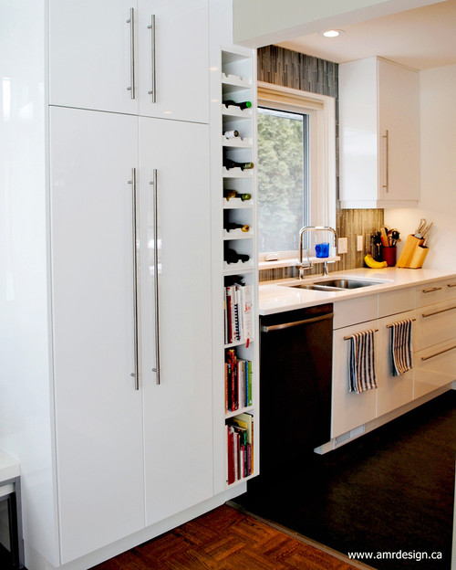 Are the cabinets Akurum with Abstrakt high-gloss white doors?