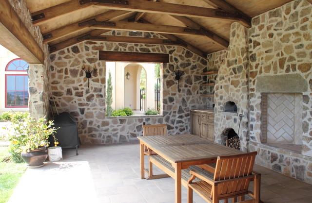 Stone shelter- back yard traditional