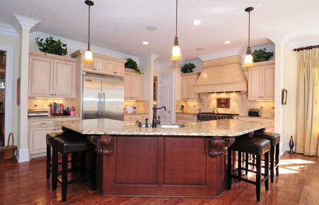 traditional kitchen by NEOCLASSICAL BUILDERS, llc