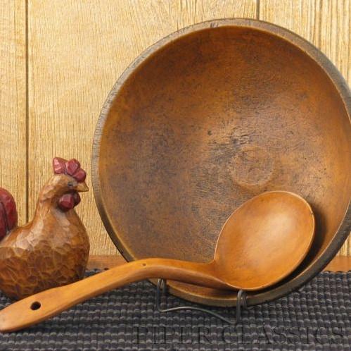 Rustic Farmhouse Bowl traditional-serveware