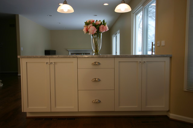 Custom cabinets traditional-kitchen-islands-and-kitchen-carts