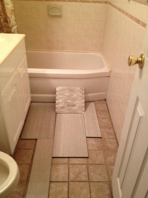 Small bathroom tile choice and layout for Small bathroom layout with tub