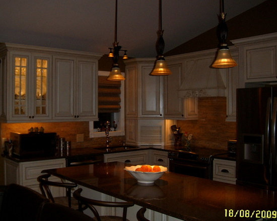 Classic Kitchen (Traditional Style) -