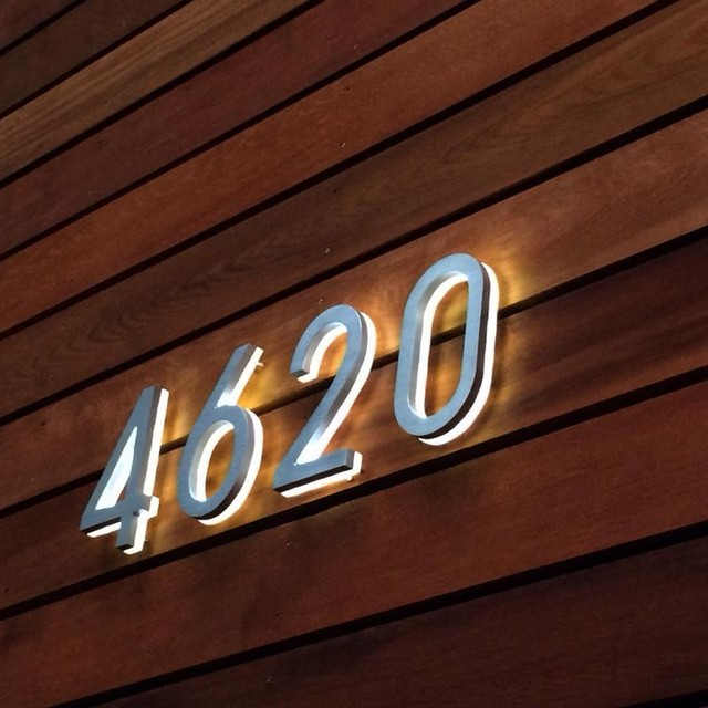 Backlit 8 house numbers illuminated outdoor luxello for Big modern house numbers