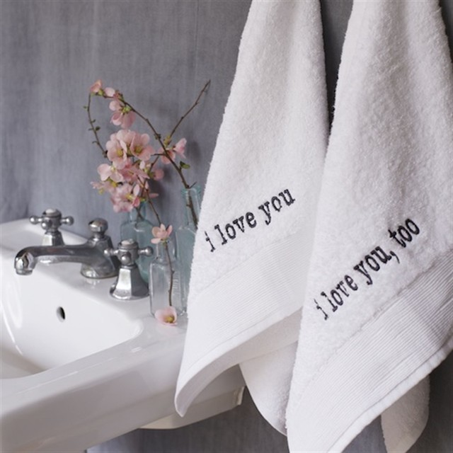 Lovey Dovey Hand Towel Set contemporary towels