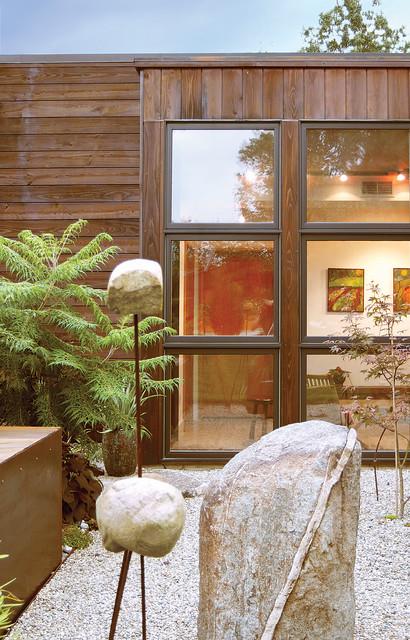 Heavilin Road House modern-patio