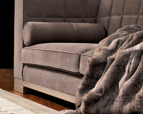 Kapiente Sofa - Capital Decor - THIS CLASSIC SOFA WITH TUFTED BACKREST IS ENTIRELY MADE IN ITALY AND AVAILABLE IN COTTON VELVET AND NUBUCK LEATHER.