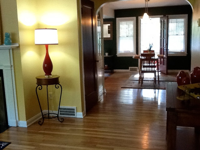 small space staging traditional-hall