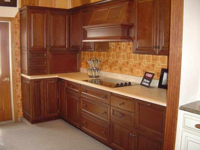 Showroom Displays Traditional Kitchen Cabinetry