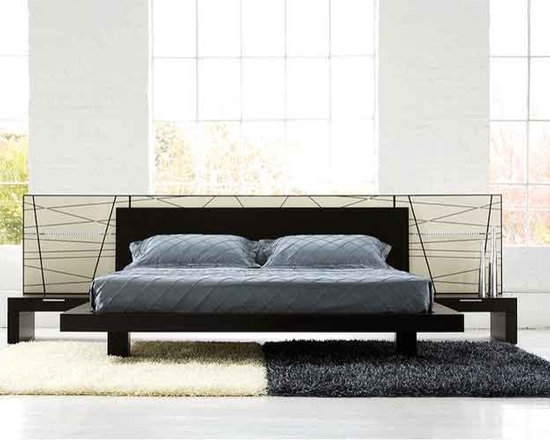 Harris Contemporary Bed By Doimo - Adorn your bedroom in a complete modern bed with the Harris Contemporary Bed. It features an intricately designed lacquered panel behind a wenge finished headboard and platform. Full of urban chic,the set turns any bedroom into stylish sleeping palace.