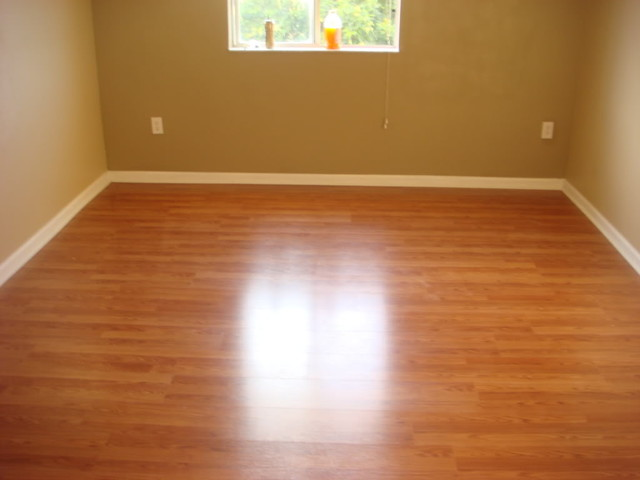 Tell me about laminate flooring vs real wood the chat for Hardwood floors too shiny
