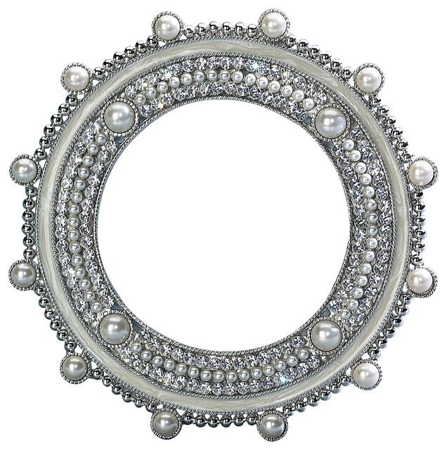 Frames from belleandjune.com