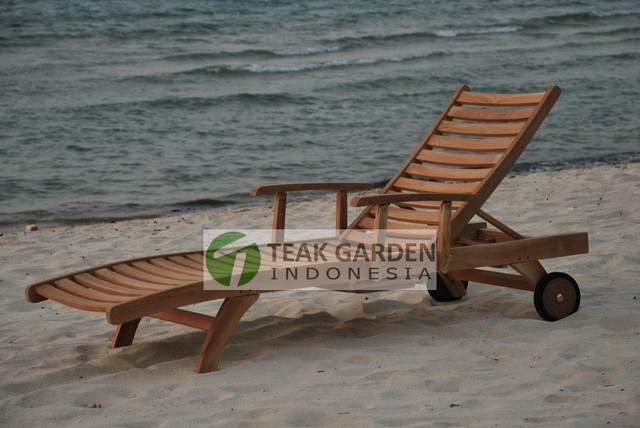 Teak Garden Furniture, Teak chaise lounger and daybed contemporary-indoor-chaise-lounge-chairs