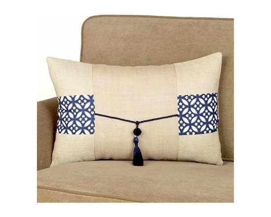 Jute Lumbar Pillow with Tassel -