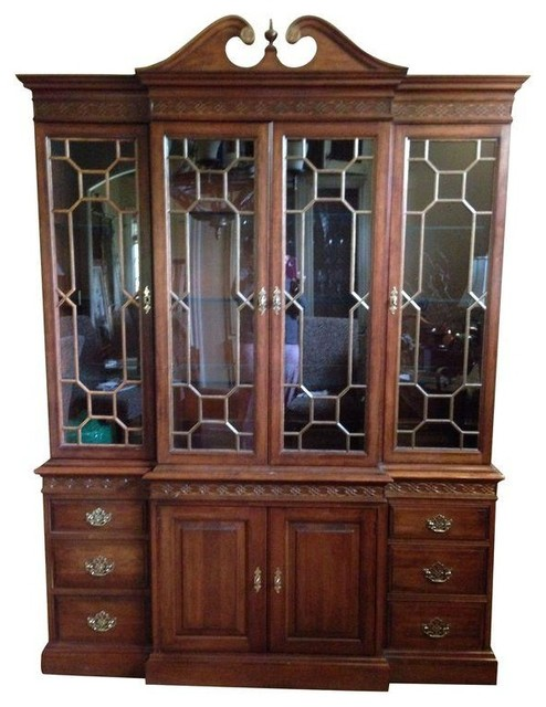 Pre-owned Pennsylvania House China Cabinet - Traditional - China Cabinets And Hutches - by Chairish